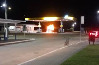 http://vnoticia.com.br/noticia/2735-bombeiros-conseguem-apagar-chamas-de-caminhao-que-pegou-fogo-em-posto-de-combustiveis-em-sjb