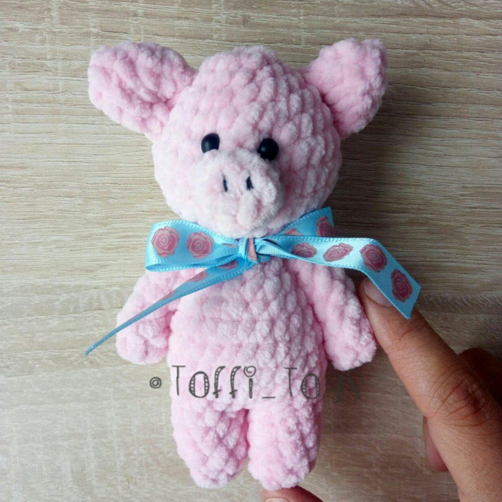 Pig amigurumi crochet plush toy