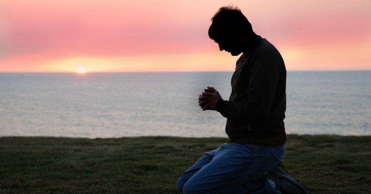 الصلاة وفضلها على متتبعها