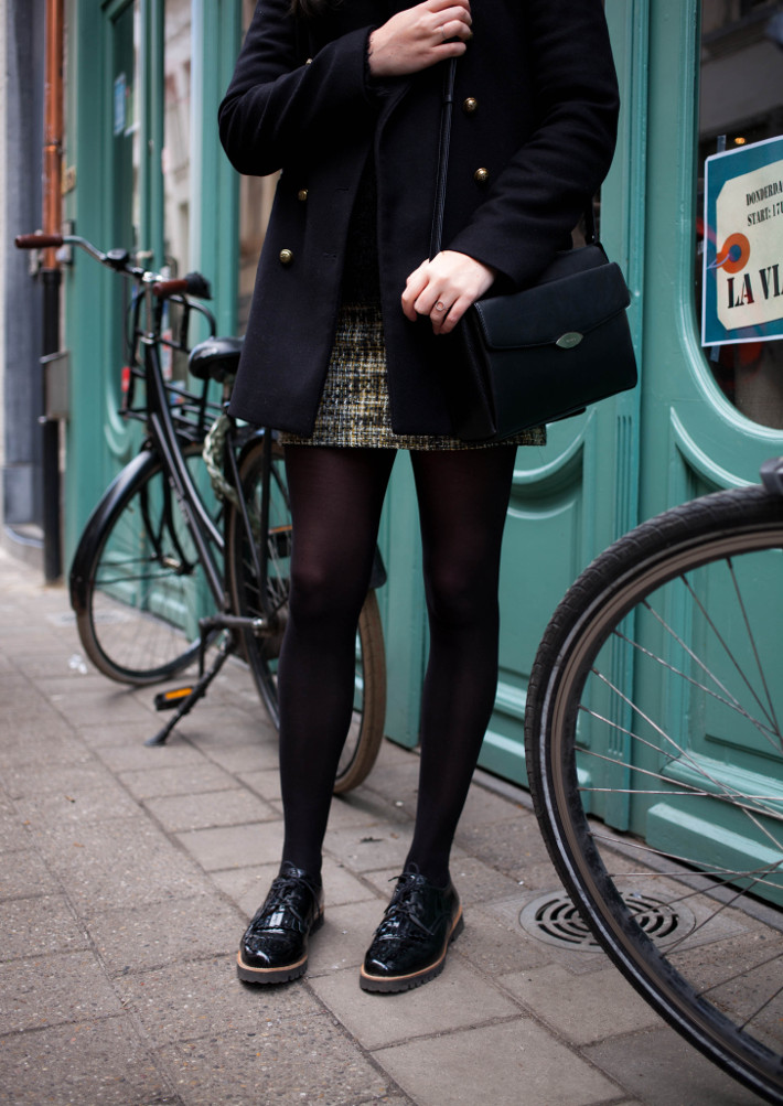 Outfit: preppy office look in tweed mini skirt and brogues
