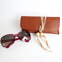 http://www.ohohdeco.com/2015/05/how-to-make-no-sew-sunglasses-case.html