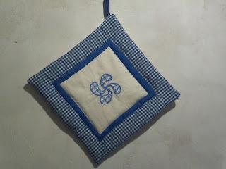 agarracazuelas-lauburu-azul