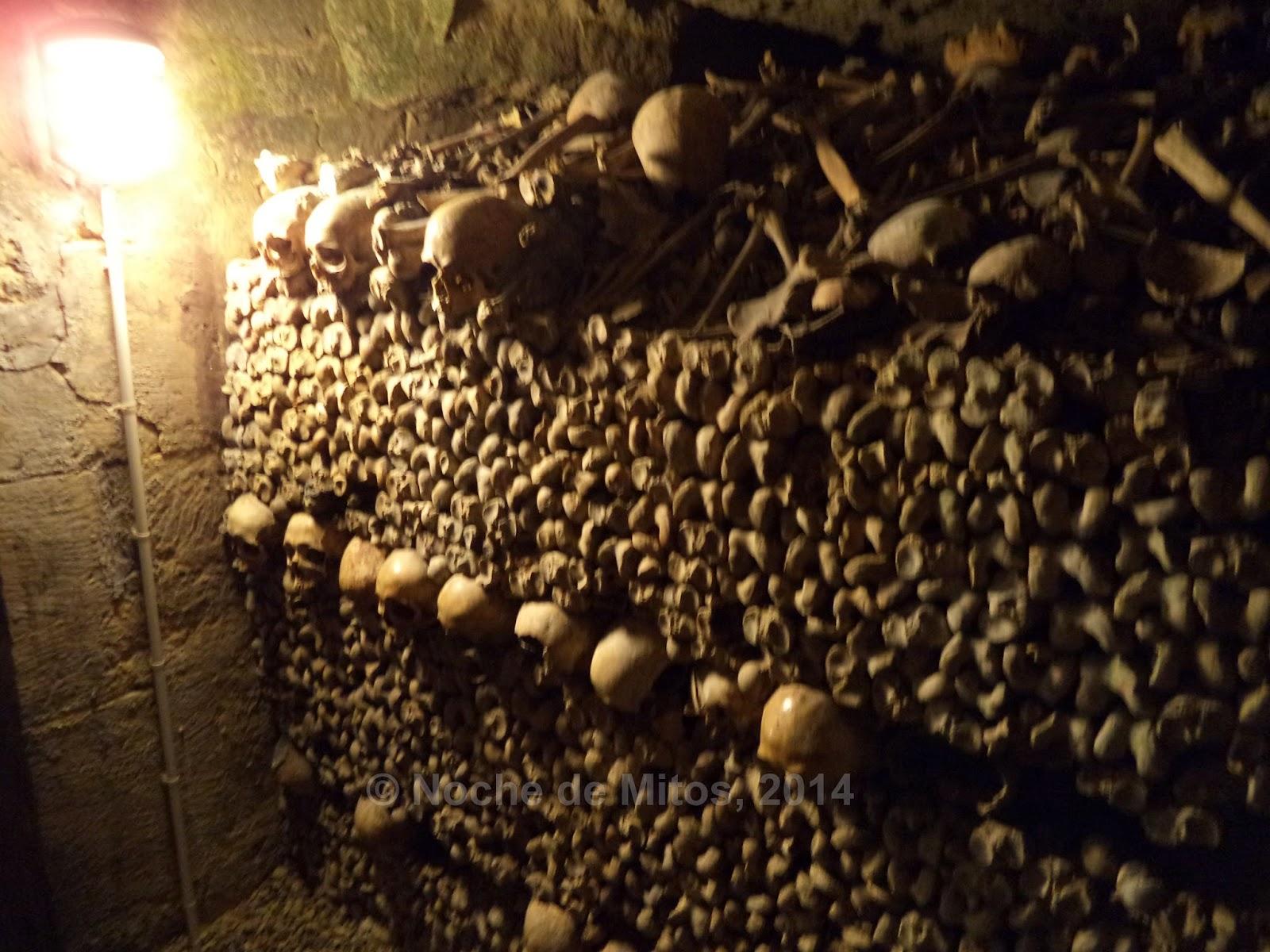 http://nochedemitos.blogspot.com.es/2014/12/album-de-fotos-noche-de-mitos-en-las.html