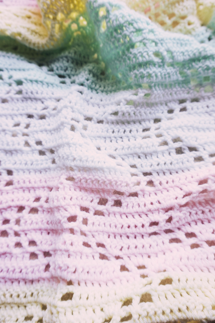 THE HOPSCOTCH CROCHET BABY BLANKET - FREE PATTERN | Little Things ...