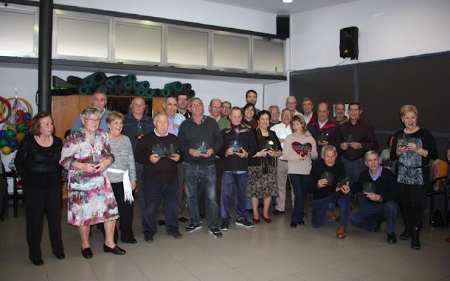 Foto de familia durante la entrega de premios a los mayores tras la celebracion de los campeonatos. IMAGEN COMUNICACION ILLESCAS