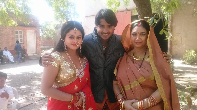 Pradeep Pandey, Tanushree on the set of Upcoming film Dulhan Chahi Pakistan Se