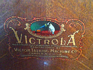 What Vitrola (victrola) means