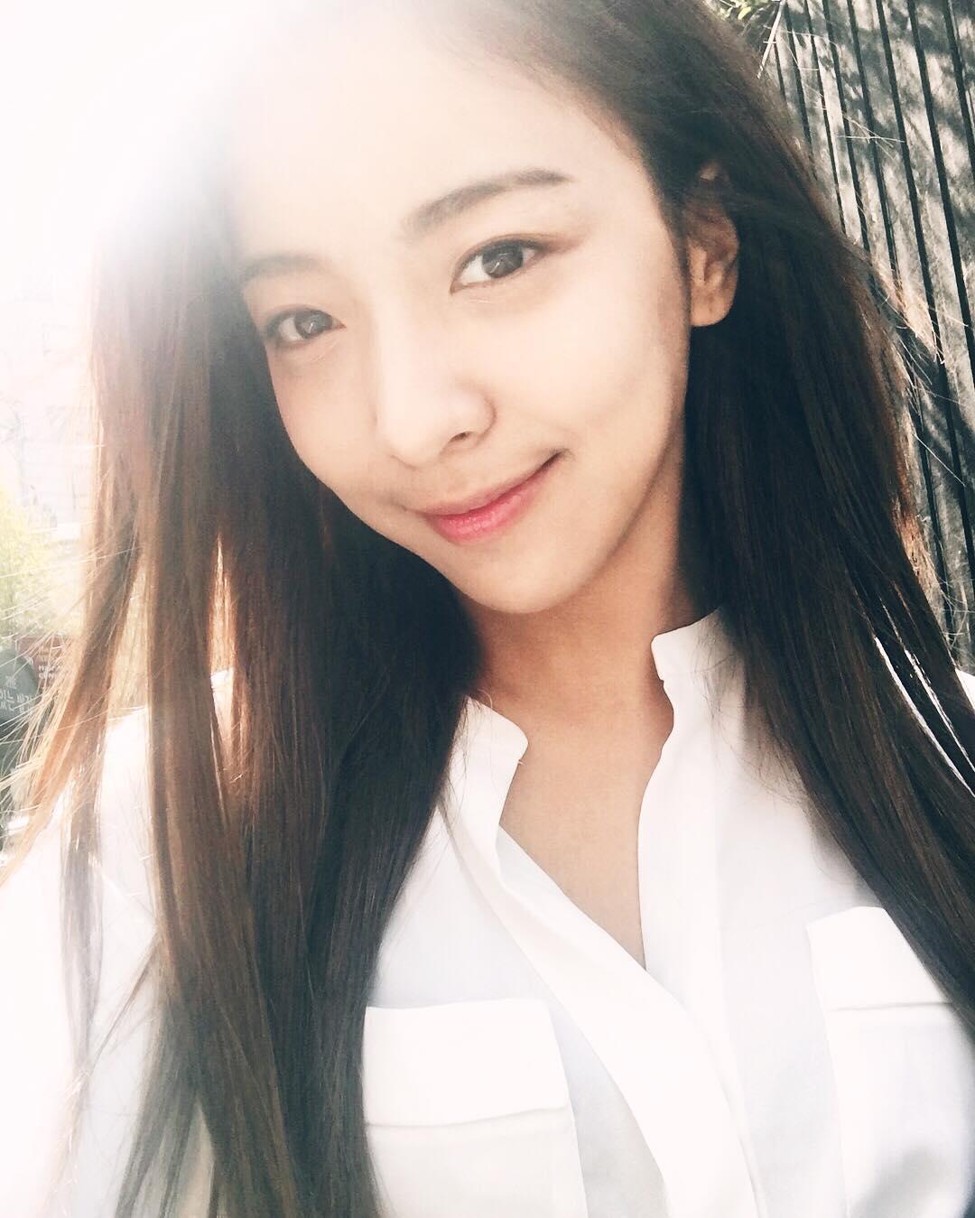 f(x) Luna says hello with her pretty SelCa - SNSD | OH!GG ... F(x) Sulli Selca