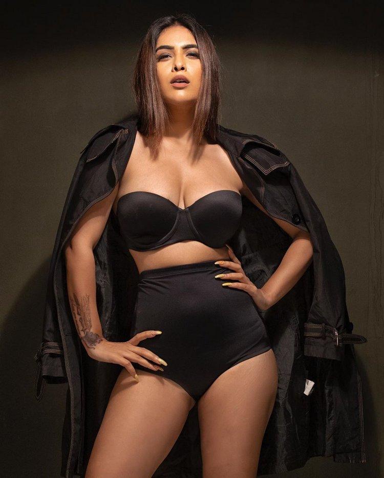Neha Malik Stunning Hot Photo Stills - thecinesizzlers.com-Latest News,Telugu Cinema News,Tollywood,Hot n Spicy Photos,Videos