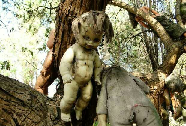 20 Disturbing Pictures From The Strange Island Of Dolls