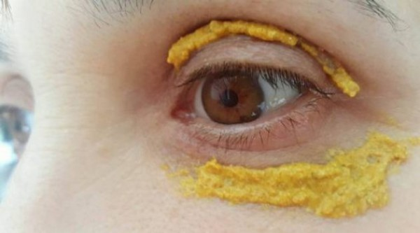 rezultate spectaculoase dupa ce aplici turmeric in jurul ochilor