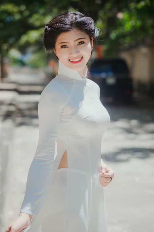 Cô gái xứ Thanh cao 1m70 đẹp tinh khôi với áo dài Việt Nam