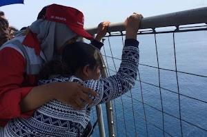 Suami Jadi Korban Lion Air JT 610, Seorang Wanita Menangis Histeris Ingin Loncat ke Laut