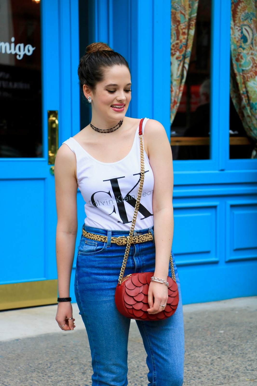 fashion blogger Kathleen Harper wearing mom jeans from Urban Outfitters