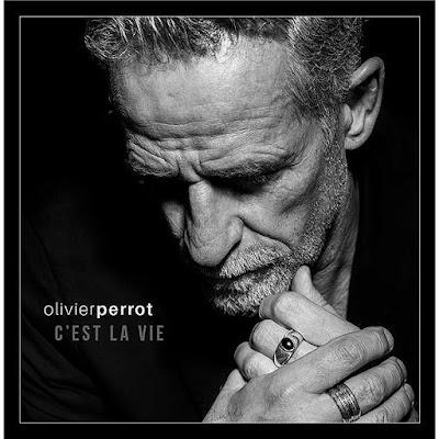 Oliver Perrot, une voix à contre courant des auto-tune mainstream qui font la gloire des vendeurs de soupe.
