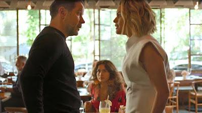 Estela (Letícia Lima) discute com Raul (Murilo Benício) na frente de Érica (Nanda Costa), em 'Amor de Mãe' — Foto: Globo