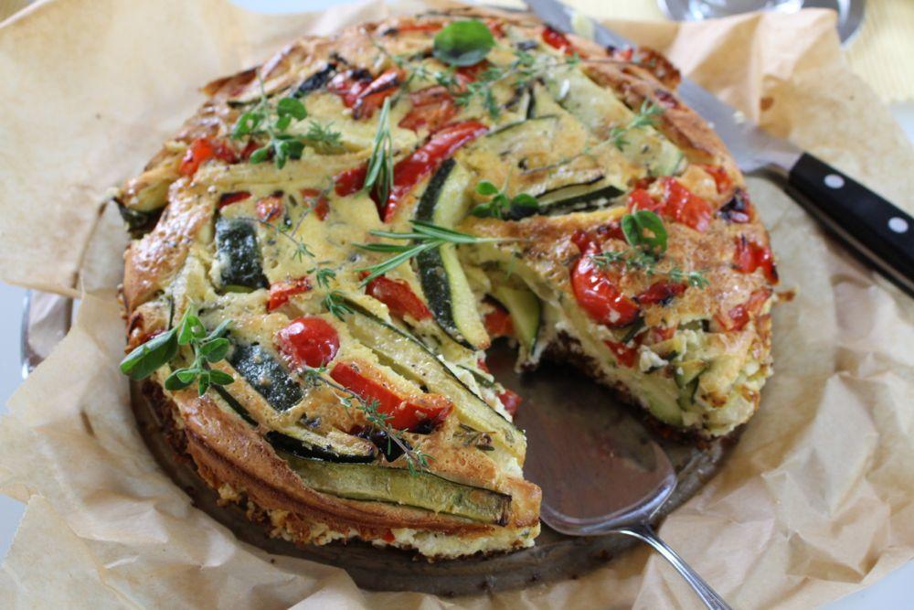 Frischkäsekuchen mit Zucchini und Paprika