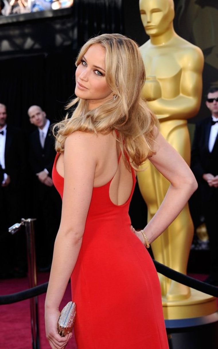 jennifer lawrence sexy dress in 2012 oscars 01