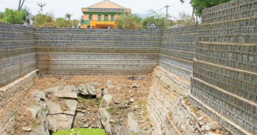 ஜலகண்டாபுரத்தில் நீரின்றி வறண்ட பெரிய கிணறு