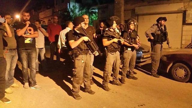 Graves émeutes dans la ville de Kfar Qassem cette nuit, un manifestant tué