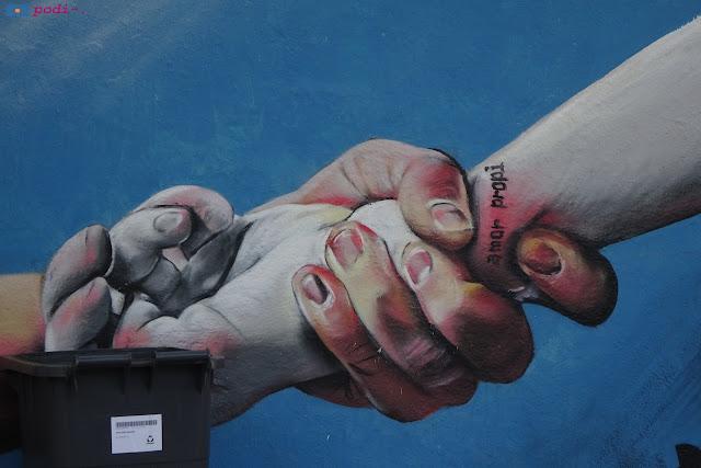 """graffiti a Sant Andreu, """"amor propi"""""""