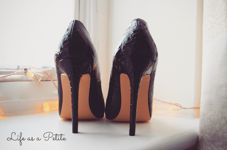 pointed-black-heels