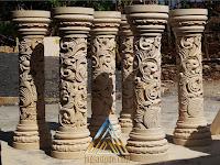 Pilar tangga yang dibuat dari batu alam paras jogja / batu putih