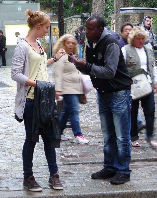 The bracelet scam guys near the Sacré Coeur funicular