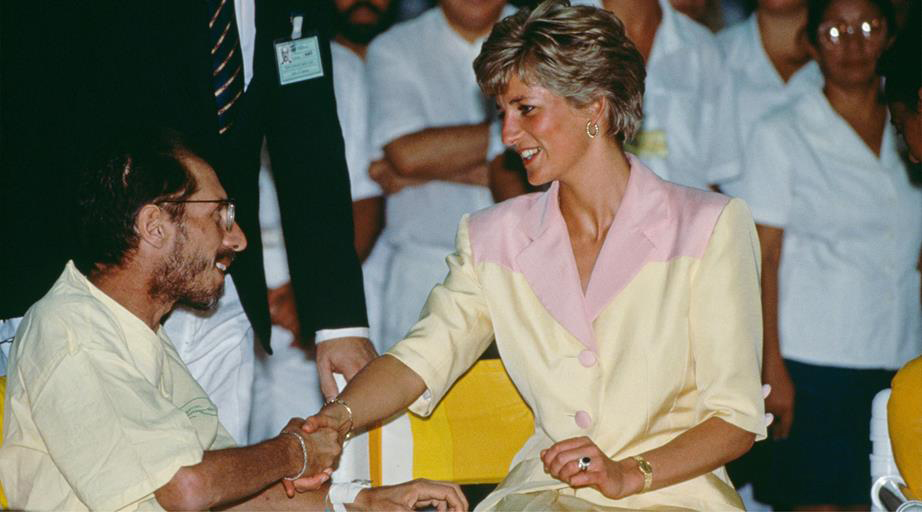 Princess Diana shakes the hand of an AIDS patient.