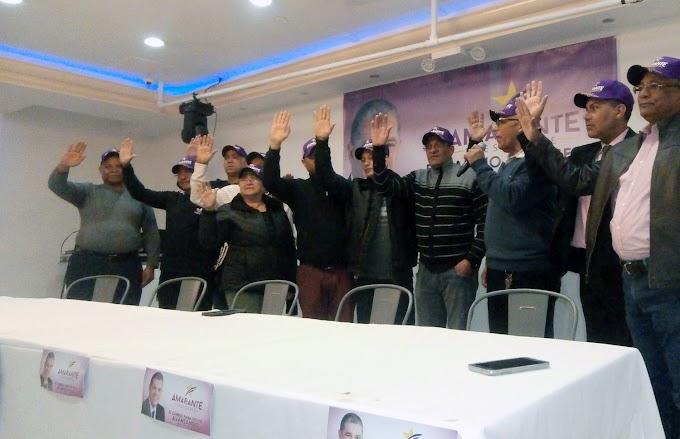 Taxistas se juramentan en Avanza USA para apoyar candidatura de Amarante Baret a la presidencia