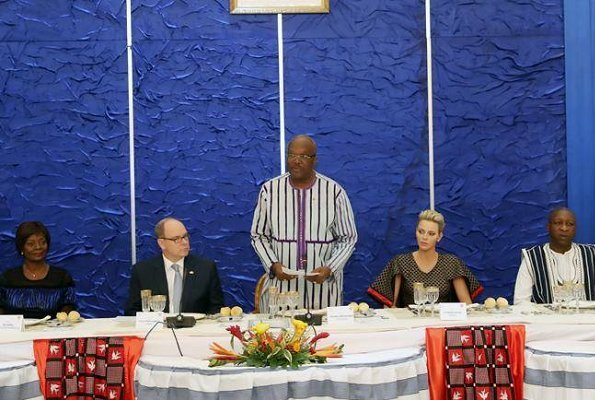 In the evening, Prince Albert and Princess Charlene attended a dinner at Kosyam Palace in Ouagadougou.