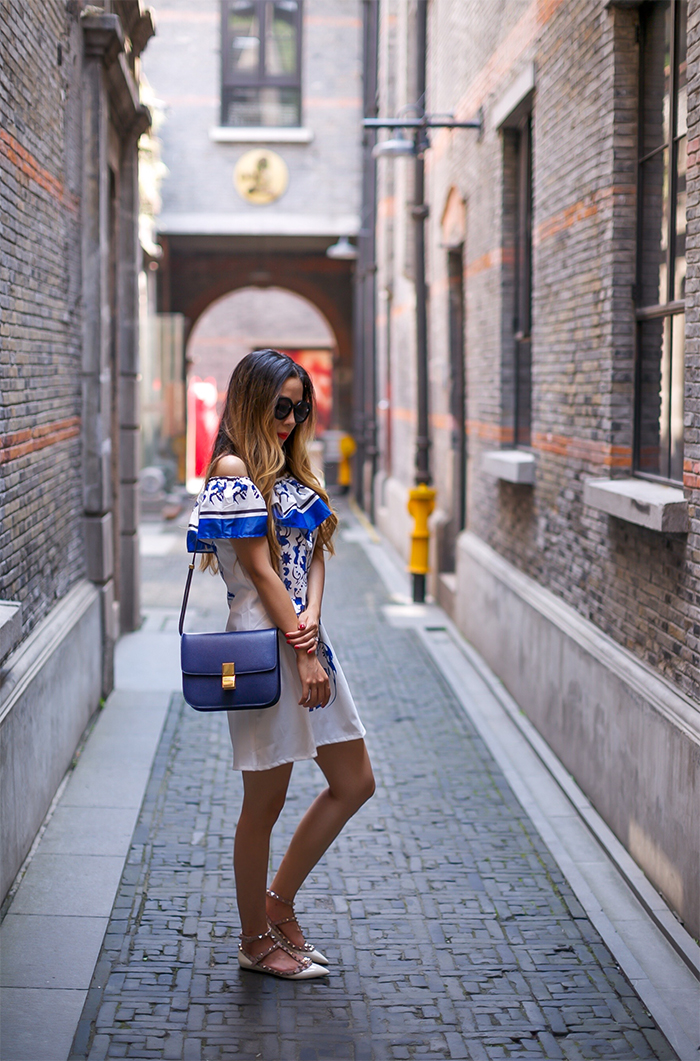 ruffle off the shoulder dress, celine classic box bag, karen walker super duper sunglasses, valentino rock studs flats, summer style, street style in shanghai, street style in xintiandi