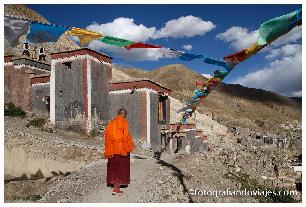 Monje en Sakia, Tibet