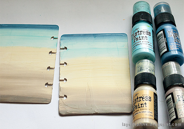 Layers of ink - Nautical Mini Album Tutorial by Anna-Karin Evaldsson, painting with Distress Paint