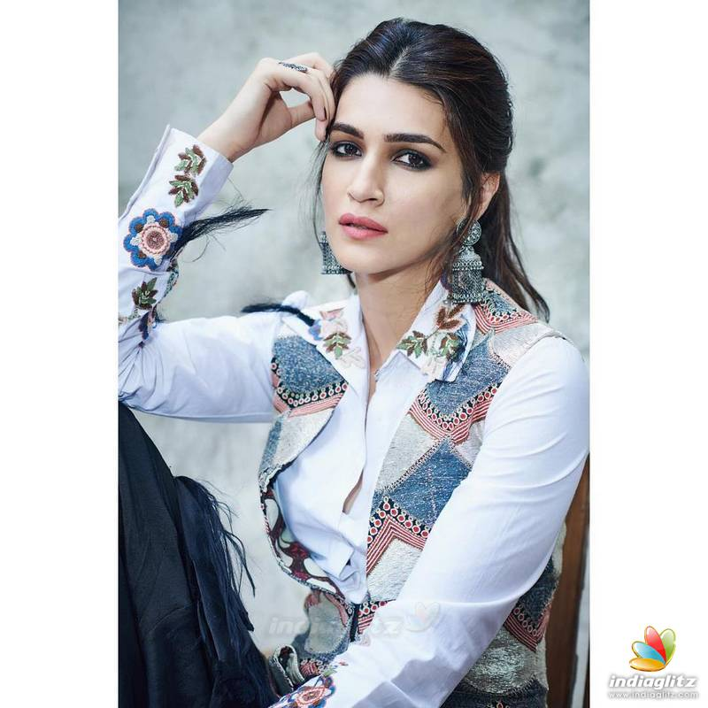 Kriti Sanon HD photos download, Kriti Sanon HOT pic download, Actress Kriti Sanon new 2019 photos download