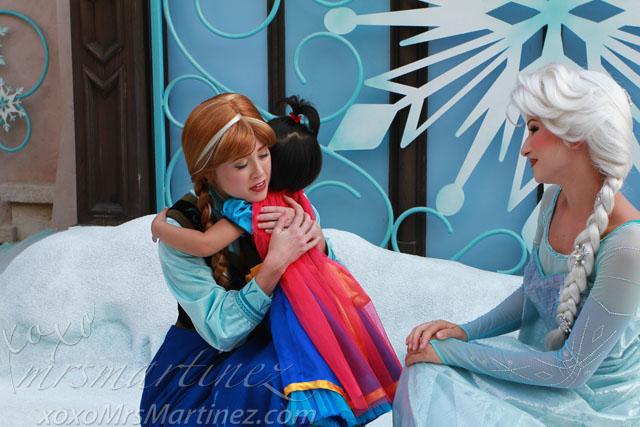 Frozen Elsa Amp Anna At Hong Kong Disneyland Xoxo
