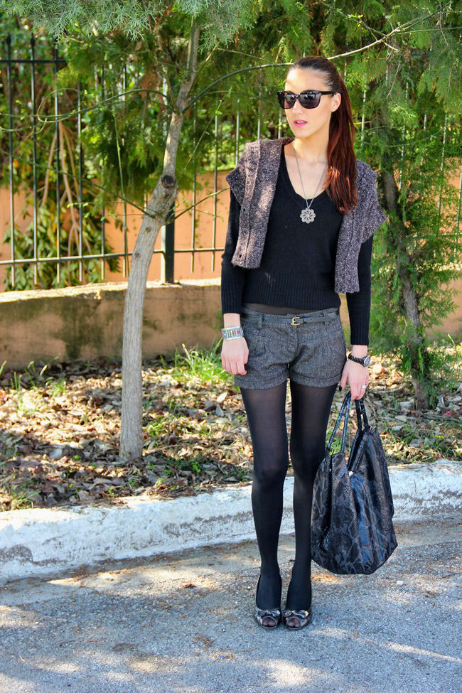dark gray winter shorts outfit ideas