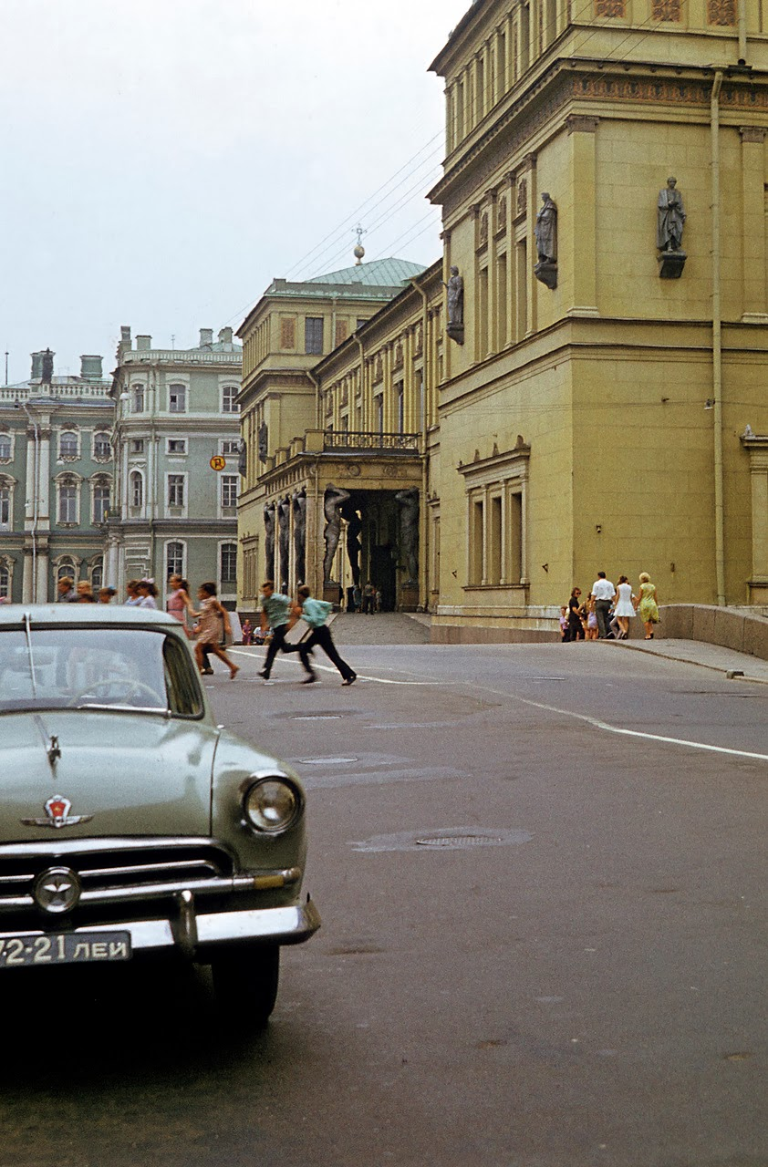 Color Photos of Leningrad in 1972  vintage everyday