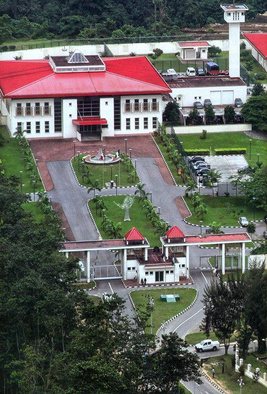 godswill akpabio living governors lodge