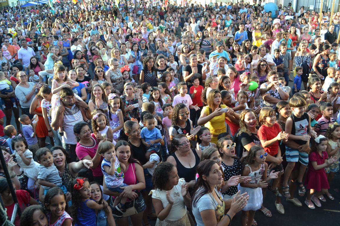 """CERRO CORÁ: Festa das crianças leva multidão a """"Vila da Criança"""""""