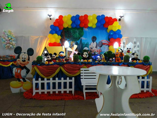 Decoração festa Mickey Mouse - Mesa tradicional forrada com toalhas em tecido