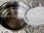 Prajitura boema preparare reteta originala - punem zaharul la fiert in apa pentru sirop