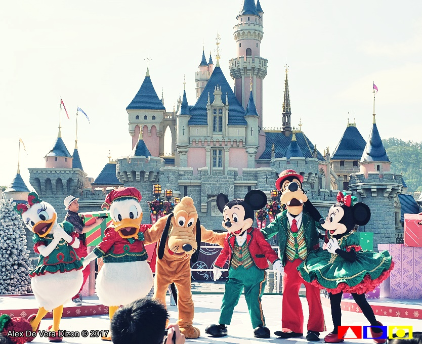 Christmas In Disneyland Hong Kong.Celebrating The Magic Of Christmas At Hong Kong Disneyland