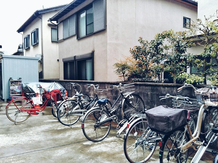 parkir sepeda di arashiyama