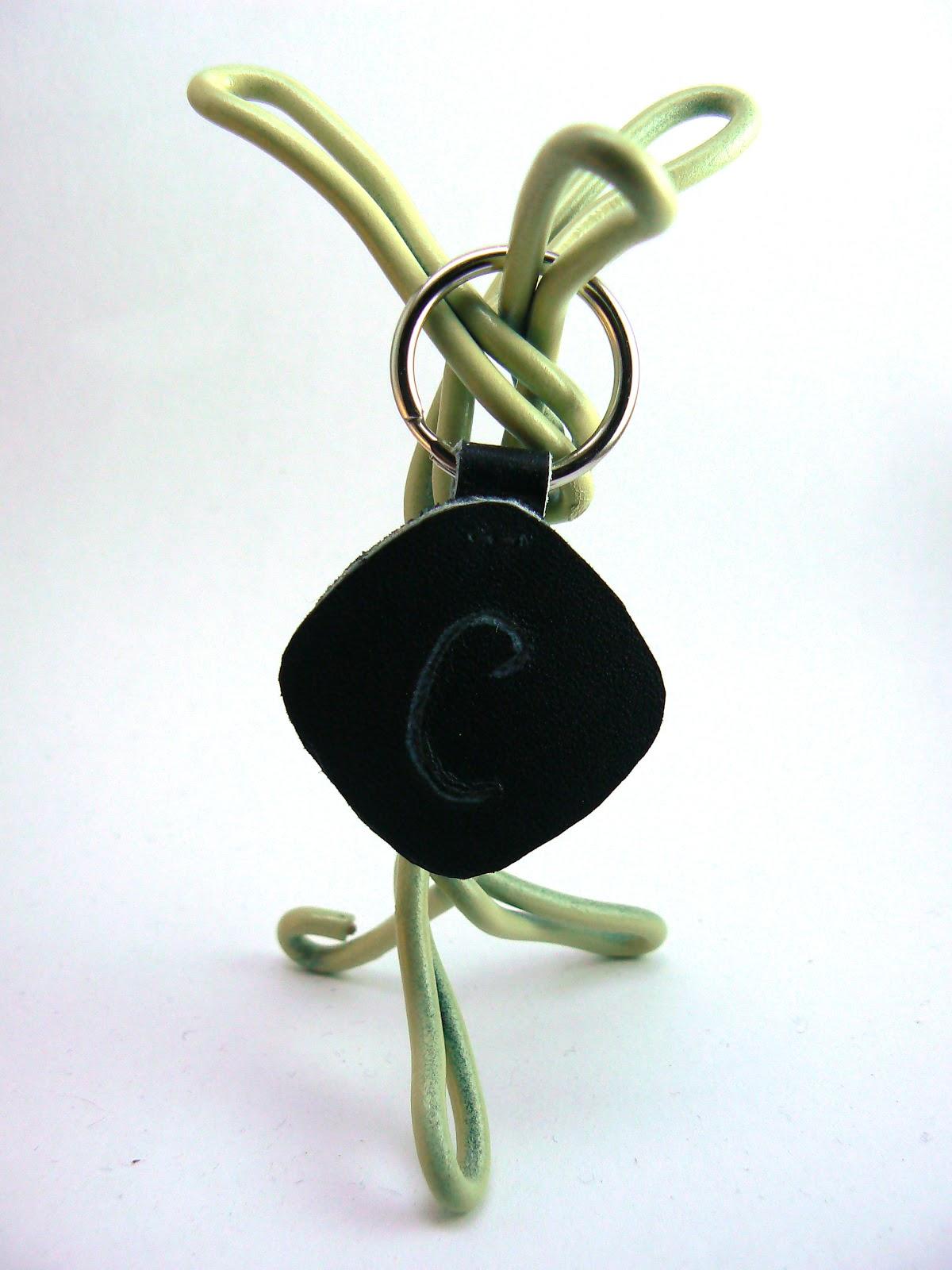 Porte clé carré gravé en cuir
