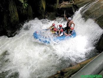 pacu adrenalin di sungai telaga waja bali