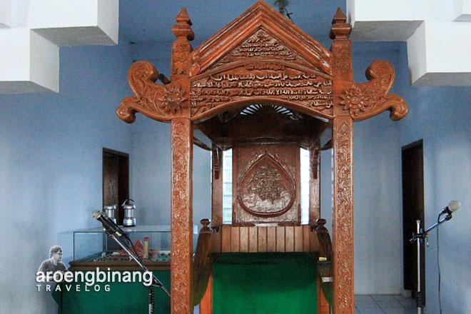 mimbar kayu masjid agung al-falah kyai mojo minahasa sulawesi utara