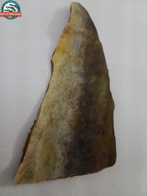 Khô Cá Bớp được cắt thành thỏi chuẩn bị đóng gói hút chân không