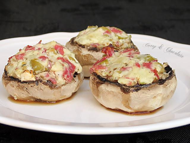 Champiñones rellenos de queso y salchichón de pavo