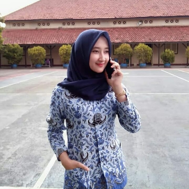 Beautiful Hijaber Makes Happiness
